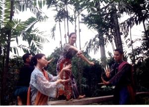 Tita Ligaya Amilbangsa & Alun-alun Dance Circle