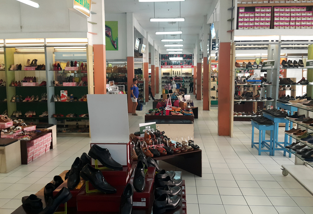 hillside mall shoes