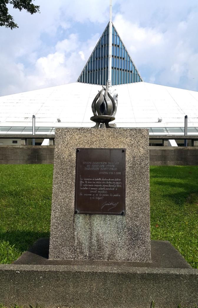 04 2003 Juan Sajid Ima- Eternal Flame at Heroes Monument 1