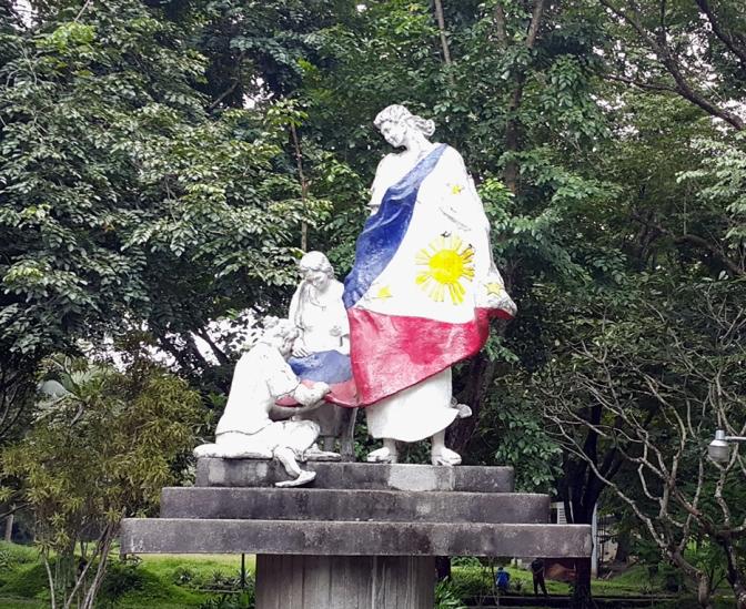 03 1996 Napoleon Abueva - Three Women Sewing the First Filipino Flag, Tres Marias Plaza 1