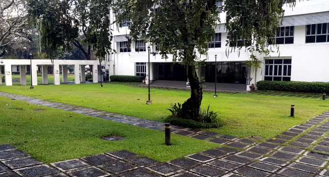 1952 Maryknoll College / 1989 Miriam College (est 1926)