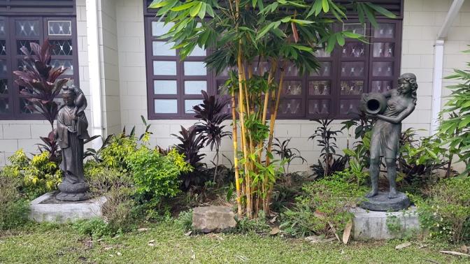 04-garden-statues-1