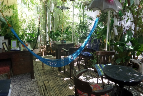 "2009 Jetro Vin B. Rafael's eccentric restaurant ""Van Gogh is Bipolar"""