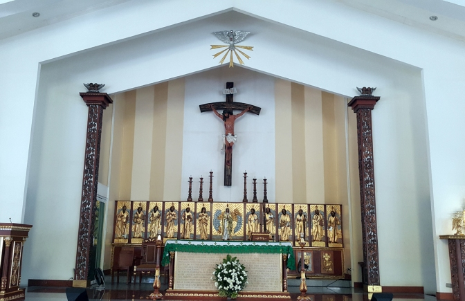 1980 Holy Spirit Parish, Altar