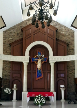 1981-2002 Our Lady of Remedies Chapel, Center Altar, The Risen Christ