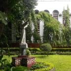 Aurora Boulevard, Quezon City: Stella Maris College and Convent