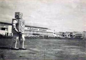 1950s Ysmael Steel Robot along E. Rodriguez Boulevard