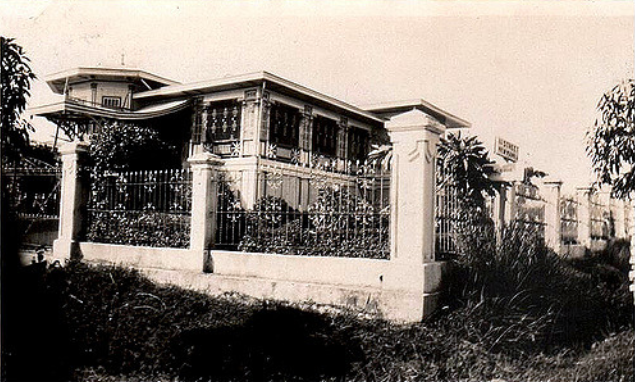 15 An Ancestral House in New Manila during the 1950s