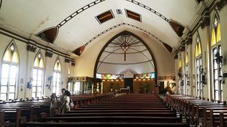 1948 University of San Carlos Chapel, Altar and Nave