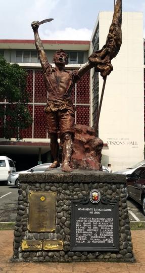 1911 Ramon Lazaro Martiniez - Monumento sa mga Bayani ng 1896, Vinzons Hall