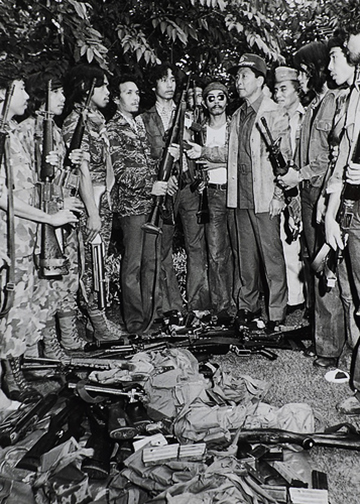 1980s MNLF fighters surrender to Philippine Pres. Ferdinand Marcos