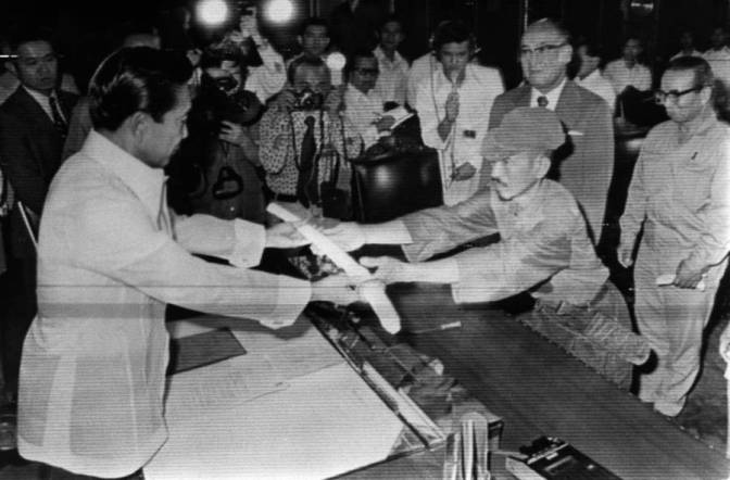 1974 WW2 Japanese straggler, Onoda Hirō (1922-2014), surrenders to President Marcos in Malacanang on March 11
