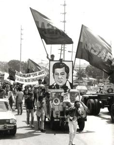 1986 February, Protestors demanding justice Governor Evelio Javier