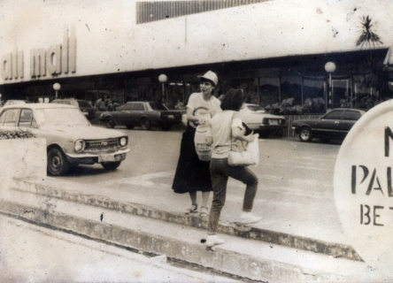 1985 The Author's Mother collecting for the Piso Para Kay Cory