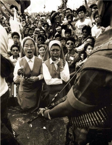 1986 EDSA Revolution, Nuns holding back Soldiers