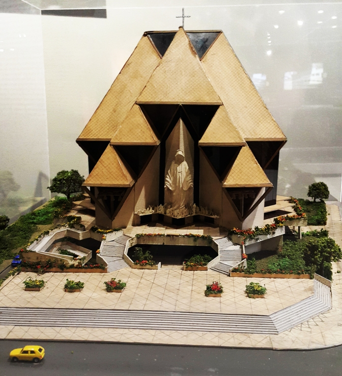 06 1989 Francisco Mañosa - Church of Our Lady of Peace and Justice, scale model