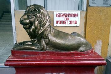 2001 Lions International Building Statue