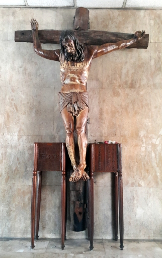1989 EDSA Shrine, Crucified Christ