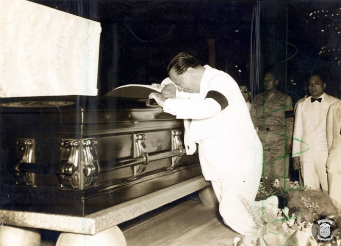 16 1948 President Elpidio Quirino weeps beside the coffin of Manuel Roxas