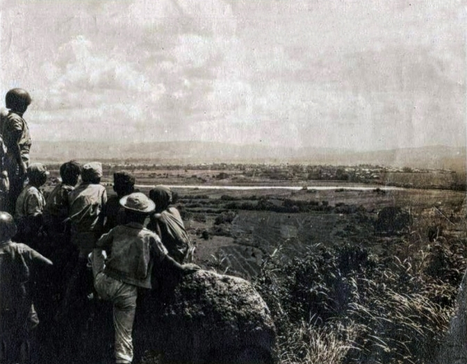18 1945 Filipino Soldiers and Guerillas overlooking the Marikina River & Valley from the Diliman Plateau